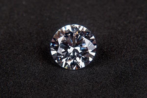 ブライダルパックの説明でダイヤモンド選び