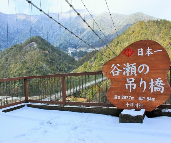 奈良でオススメのプロポーズスポットといえば谷瀬の吊り橋