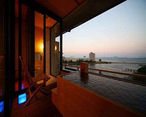 滋賀でオススメのプロポーズスポットといえばおごと温泉