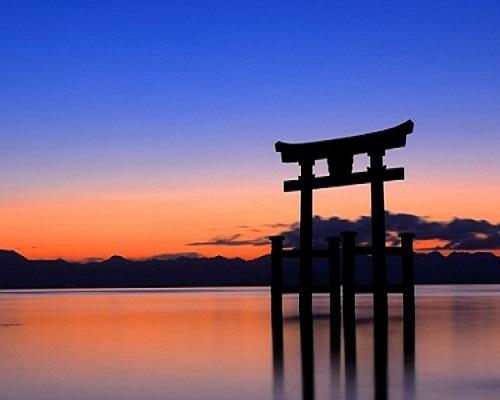 滋賀でオススメのプロポーズスポットといえば白髭神社
